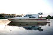 моторная яхта из нержавеющей стали 15м.