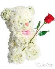 Фигура из цветов Мишка с розой