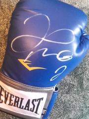 Боксерская перчатка с автографом Флойда Майвезера