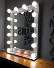 Стол и зеркало гримерное с лампами