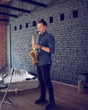 Профессиональный музыкант-саксофонист
