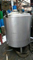 Продается  Новая нержавеющая емкость,  объем — 0, 4 куб.м.
